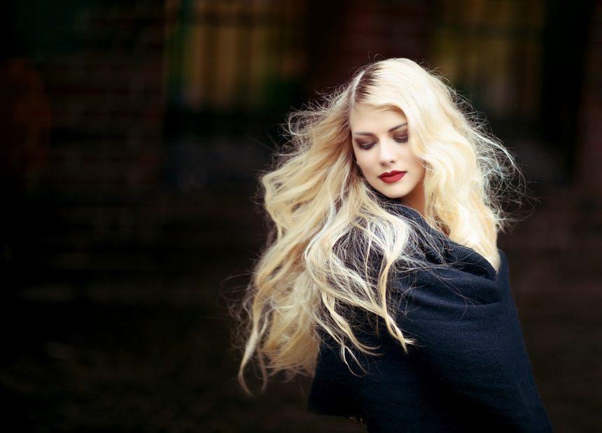Jak rozjaśnić włosy w naturalny sposób?