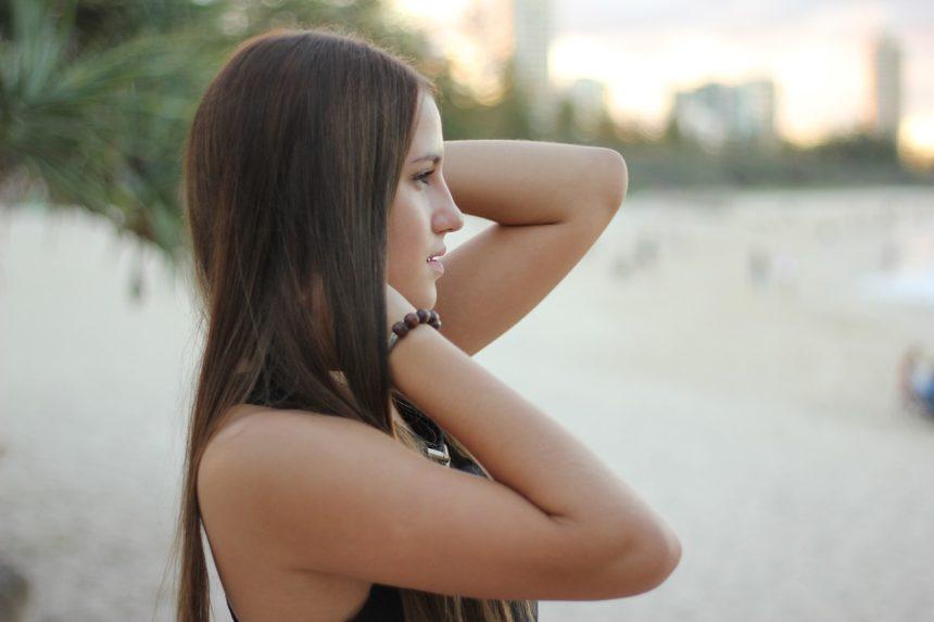 """Włosowy kryzys – jak poradzić sobie z """"przekarmieniem"""" włosów?"""