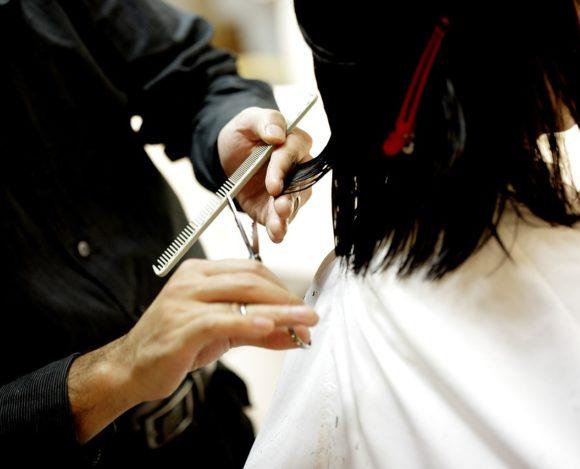 Pielęgnacja zniszczonych włosów – regeneracja w 5 krokach