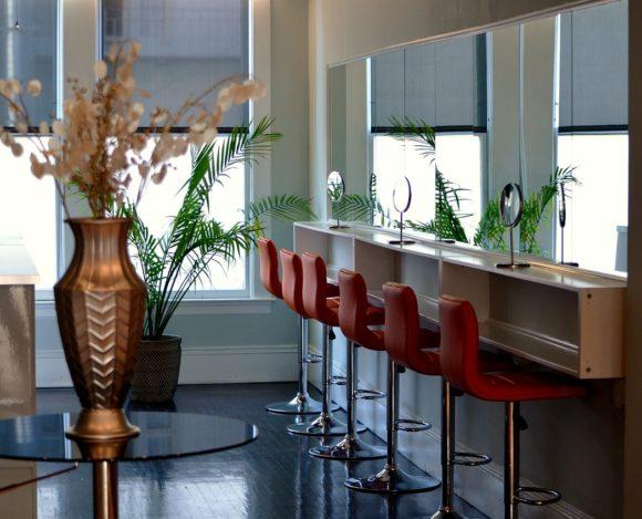 Zabiegi regeneracyjne na włosy w salonie fryzjerskim