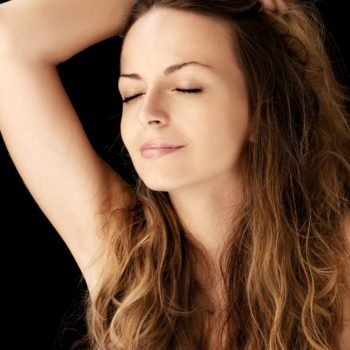 Jak poradzić sobie z włosami, które się plączą?